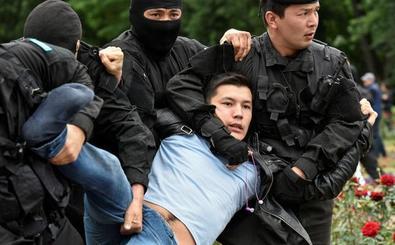 Tokáyev gana las elecciones en Kazajstán pero llega al poder con mal pie