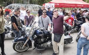 Ochenta vehículos participan en la VIII edición del festival Motor por la Vida