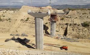 Finalizada la colocación de las pilas del nuevo puente de la variante de Moraleda
