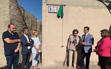 Granada reconoce a la escritora e historiadora Antonina Rodrigo con una placa en el Albaicín