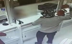 Atraca dos bancos utilizando aguacates como si fueran granada