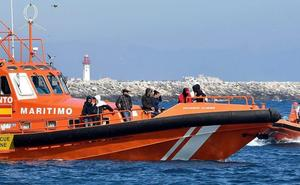 Buscan dos pateras con 53 y 58 personas en el mar de Alborán