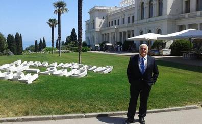 El catedrático de la UGR Rafael Guzmán participa en el V Foro Internacional Humanitario de Livadia