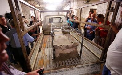 Trasladan al Museo Arqueológico el sarcófago hallado en el centro de Granada