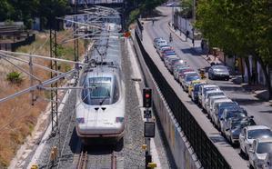Piden compensar con descuentos en el AVE a Granada los cuatro años sin trenes