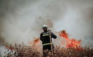Arde un solar y parte de una vivienda en Ogíjares