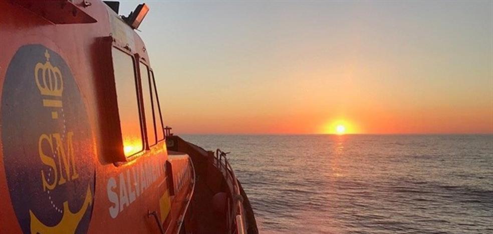 Trasladan al puerto a más de cien personas rescatadas en Alborán