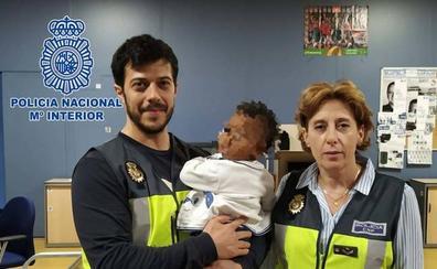 Una abuela en Rumanía se hace cargo de un niño de ocho meses víctima de maltrato en Roquetas