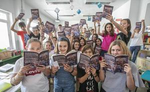 La chispa de las historias: alumnos de Granada publican un libro en memoria de su profesor