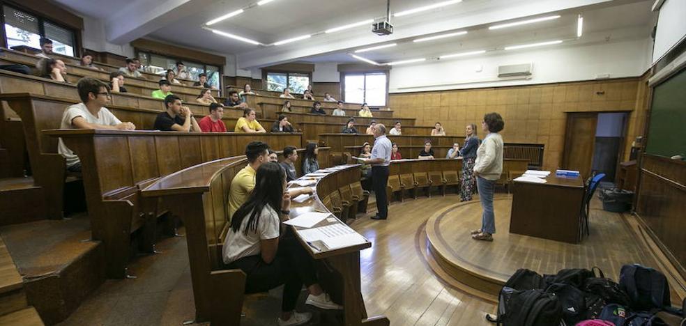 Expulsan a dos estudiantes de la Universidad de Granada de la selectividad por no dejar el móvil