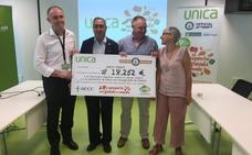 El gazpacho más grande del mundo dona 18.252 euros benéficos para Aecc y Anda