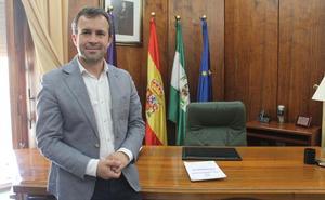 Entrevistas, reuniones y felicitaciones por la calle: primer día de Julio Millán como alcalde