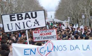 Alumnos entregan 180.000 firmas a la ministra de Educación para «acabar con una Selectividad injusta»