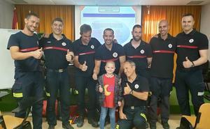 Juan cumple su sueño de ser bombero por un día
