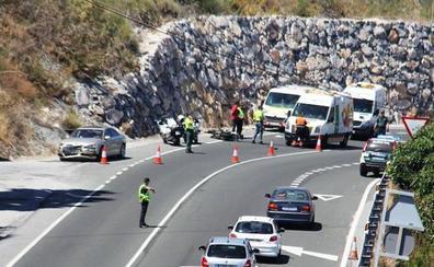 Herido grave el conductor de un ciclomotor tras chocar con un coche en Almuñécar