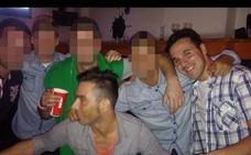 La foto de un grupo de amigos marcada por la tragedia