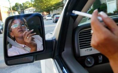 La DGT no va a mandar a guardias civiles a perseguir a quien fume en el coche