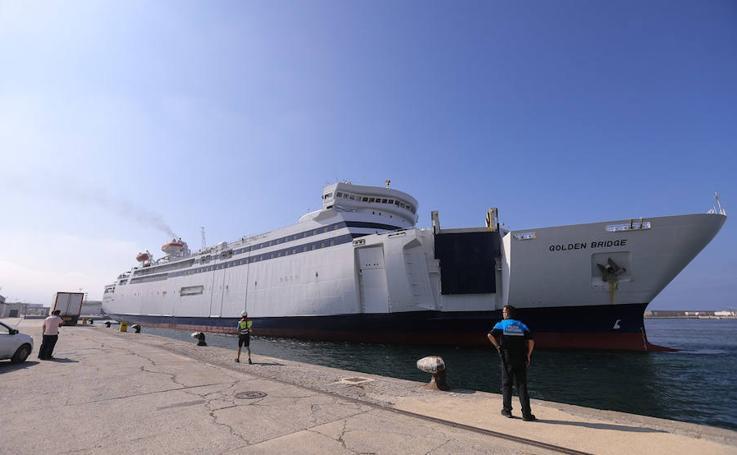 El nuevo barco que irá a Melilla se deja ver en el puerto de Motril
