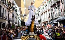 Encuéntrate en la Tarasca: así ha sido el desfile por Granada