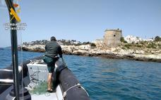 La Guardia Civil interviene un gran trasmallo en una playa de Almuñécar