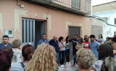 Tratan de frenar un desahucio en Villatorres «por 1.900 euros»