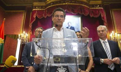 Luis Salvador emplaza a la próxima semana para definir el gobierno de Granada