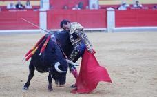 La tarde de toros del Jueves en Granada, en imágenes