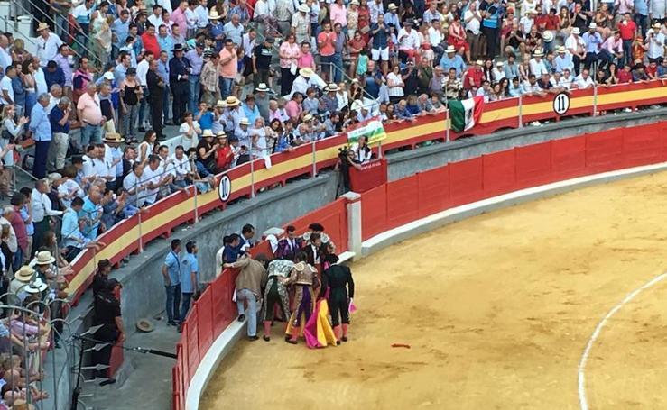 Así fue la cogida a El Fandi en la Plaza de Toros de Granada