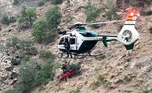 Un acompañante de los dos fallecidos en el barranco trató de rescatarlos con una cuerda