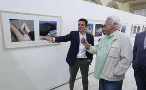 Pérez Siquier muestra su personal mirada de 'La playa' en la Diputación