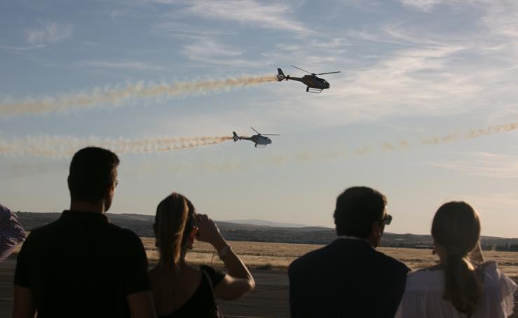 Las acrobacias aéreas de la Patrulla Aspa en el FEX emocionan a Armilla