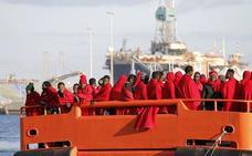 Rescatadas un centenar de personas en el mar de Alborán