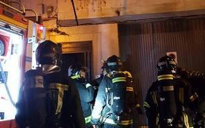 Tres heridos en Martos en un incendio originado en un frigorífico