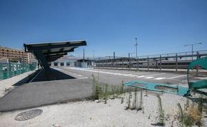 El aparcamiento para viajeros de la estación de tren está aún sin terminar