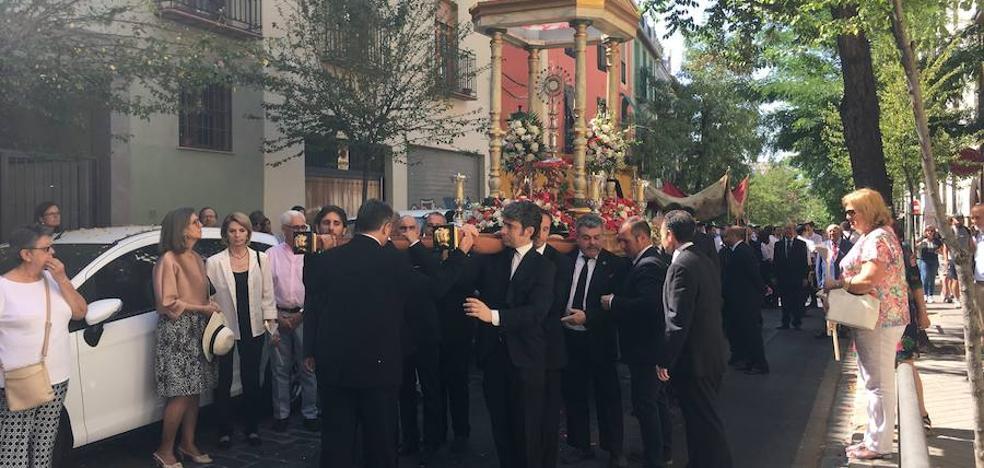 La fiesta litúrgica del Corpus Christi llena Granada de procesiones por toda la ciudad