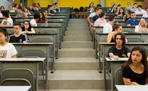 La Junta mantiene la gratuidad de las matrículas universitarias y congelará las tasas