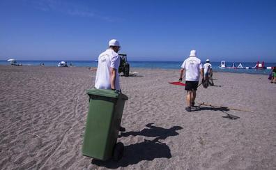 Cuadrillas de operarios y barcos de limpieza 'sacarán brillo' al mar