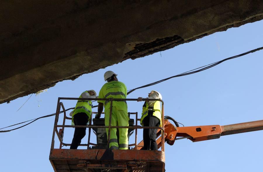 Obras de emergencias para el puente más transitado de la Alpujarra, que se desprende a pedazos en Órgiva