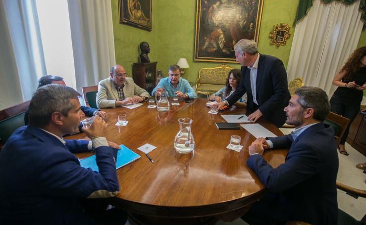 Primera reunión de PP y Cs para establecer gobierno en Granada