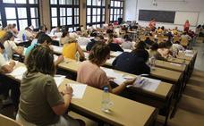 Un error obligará a miles de opositores a repetir el examen de maestro este viernes
