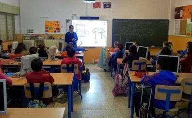 Los alumnos andaluces de Primaria darán más horas de Lengua, Matemáticas, Inglés y gimnasia el próximo curso