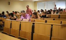 Un error en el supuesto práctico obliga a 160 opositores a repetir el examen de maestro en Jaén