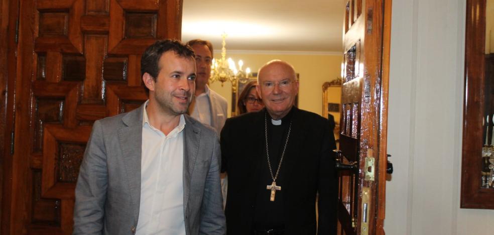 El obispo de Jaén anima a invertir todos los años en la Catedral para «que se mantenga en pie»