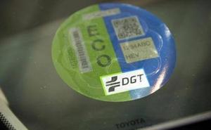 La OCU alerta de que algunos coches con pegatina ECO pueden contaminar más que un diésel o gasolina