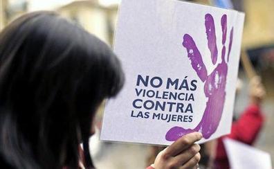 Detenido en San Juan de Aznalfarache por violencia de género un hombre con una ametralladora, un revólver y un arco en su casa