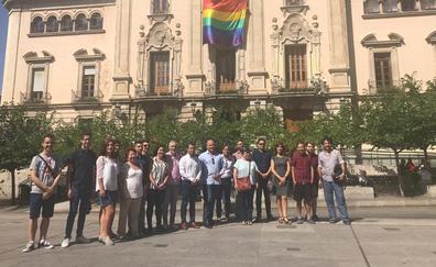 El alcalde de Jaén muestra su apoyo al colectivo en el Día Internacional del Orgullo LGTBIQ
