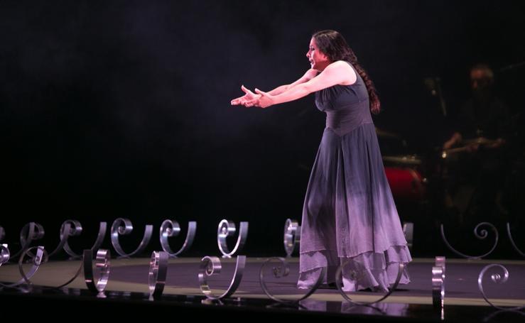 Eva Yerbabuena arrolla con su personalidad en el Festival de Música y Danza de Granada