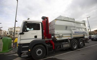 Vox denuncia el «abandono» de un camión de limpieza de Motril en un taller de Sevilla por no pagar cien euros