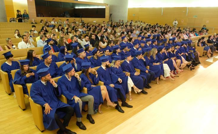 Los alumnos de la ESCO Granada se gradúan por todo lo alto