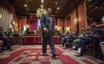 Vox amaga con bloquear el pleno de organización del Ayuntamiento de Granada